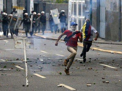 ВВенесуэле уже 2-ой день идет забастовка против Мадуро