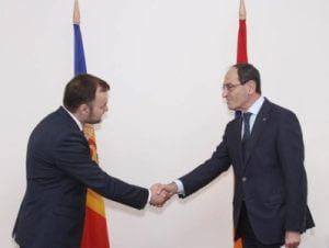Посол Молдовы вручил копии верительных грамот замминистра иностранных дел Армении