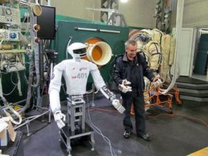 К 2020 году на МКС доставят нового российского робота-космонавта