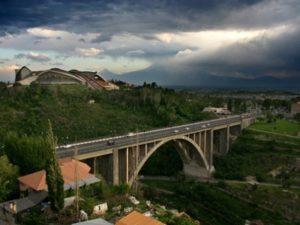 Установлена личность бросившегося с моста в Ереване мужчины