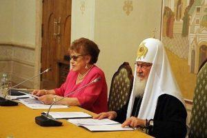 В России хотят убрать Толстого и Достоевского из школьной программы, заменив их Библией