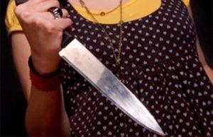 Россиянка ограбила родного сына, угрожая ему ножом