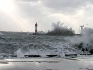 В Сочи объявлено штормовое предупреждение из-за угрозы смерчей