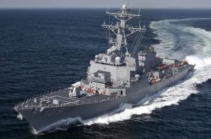 Военный корабль США попал под обстрел у берегов Йемена