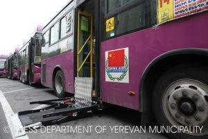 Автопарк Еревана пополнился автобусами с лифтами для инвалидов