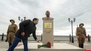 В России снесли недавно установленный памятник Сталину