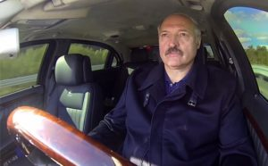 Лукашенко поедет в Украину не на танке, а на тракторе