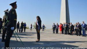 Мэр Парижа посетил мемориальный комплекс Цицернакаберд