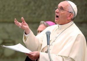 Папа Франциск призвал держать в центре внимания конфликт в Карабахе