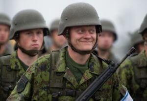 Латвия перебросила войска к российской границе