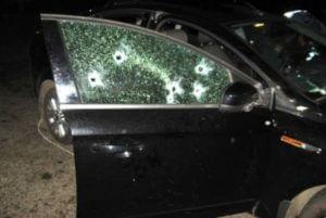 В Абхазии двое в масках обстреляли автомобиль с туристами из России