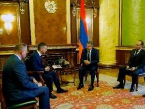 Правительство заинтересовано в успешной деятельности действующих в Армении компаний – премьер