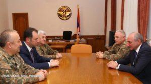 Президент Саакян принял министра обороны Армении