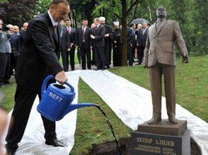 Самые тяжелые трагедии Азербайджана произошли при Гейдаре Алиеве, но возглавляемая его сыном власть во всем обвиняет оппозицию