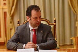 Министр обороны Армении считает закономерным, что свой первый зарубежный визит осуществляет в Россию
