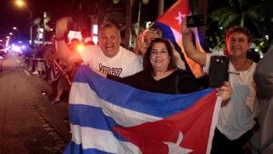 Кубинцы ликуют после новости о смерти Кастро (Видео)