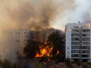 В Израиле из-за пожаров эвакуируют десятки тысяч людей