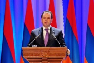 Серж Саргсян похвалил министра обороны Армении