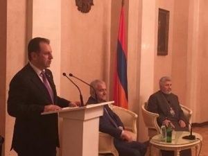 Глава Минобороны Армении встретился с представителями армянской общины Москвы