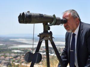 Либерман обеспокоен продажей Ирану российского оружия