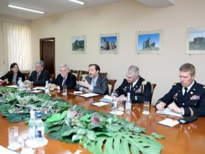 Министр обороны Армении провел встречу с членами экспертной группы США и Великобритании