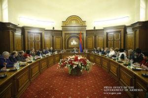 Премьер-министр Армении провел встречу с представителями национальных меньшинств