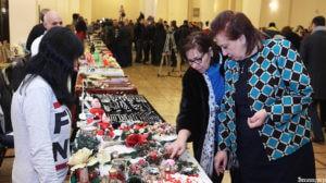 Министр Диаспоры Армении купила колечко у сирийских армян и указала на высокое качество