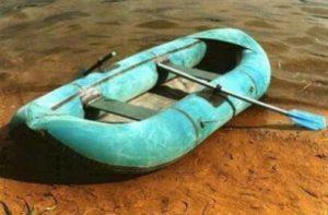 Армянский полицейский перевернулся на резиновой лодке и утонул