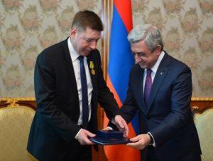 Президент Саргсян наградил директора компании FLSmidth Медалью Признательности