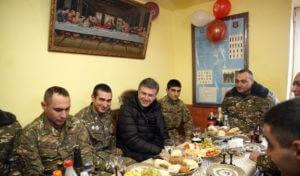 Премьер-министр Армении посетил боевую позицию