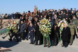 Цветы на мемориале, увековечивающем память сербских пилотов