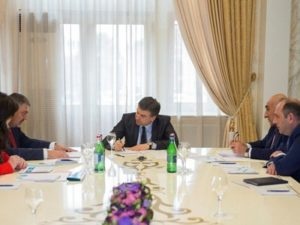 Карен Карапетян обсудил перспективы развития туризма в Армении