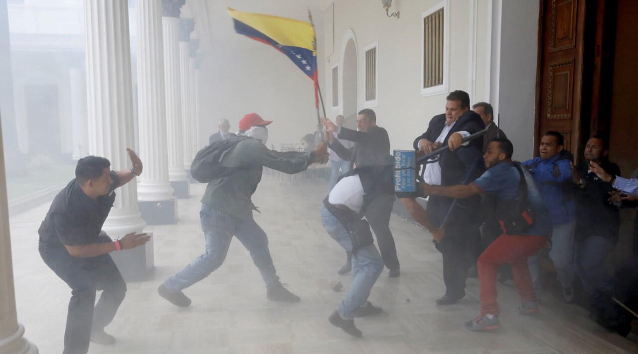 Переговоры властей иоппозиции Венесуэлы завершились безуспешно