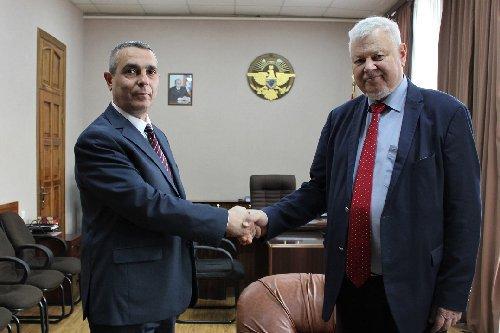 Президент Франции принял предложение Сержа Саргсяна посетить Армению
