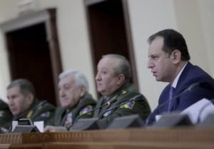 Министр обороны Армении вручил почетные знамена лучшим войсковым объединениям