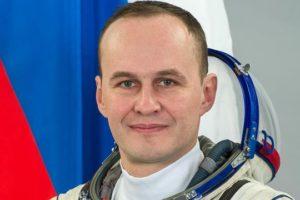В подарок ко Дню всех влюбленных российский космонавт Сергей Рязанский опубликовал фотографию озера Ван из космоса