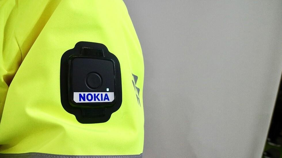Нокиа выпустила красивую иумную куртку для спасателей иполицейских