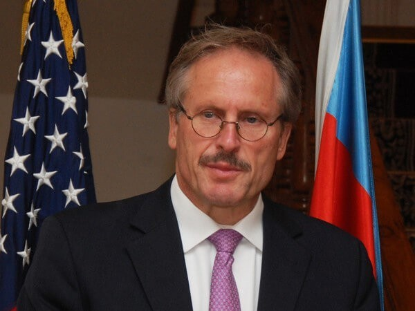 Баку вручил ноту протеста послу США из-за визита президента Карабаха вВашингтон