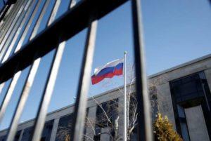 Число высылаемых российских дипломатов перевалило за 150