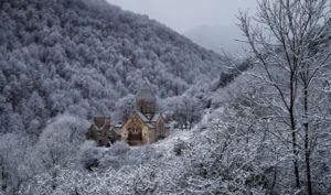 Холодный атмосферный фронт несет в Армению снег и метель