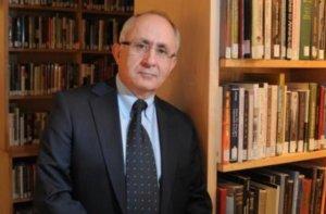 Турецкий профессор подарил Араму I свою книгу о Геноциде армян