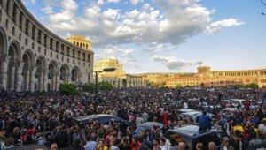С площади Франции в Ереване стартовало шествие во главе с Николом Пашиняном