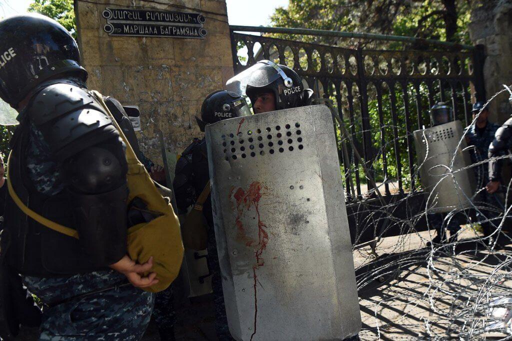 46 человек пострадали вовремя беспорядков вЕреване
