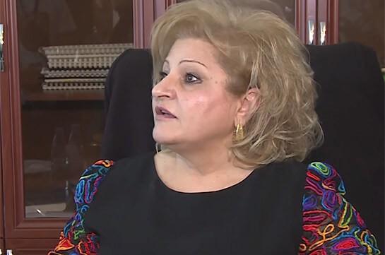 Начальник  Ереванской школы уволилась после требований воспитанников  иродителей обееотставке