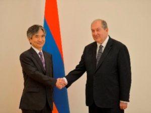 Посол Японии вручил президенту Армении верительные грамоты