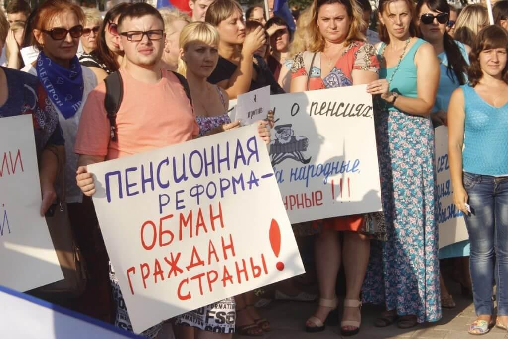 Кремль просит Государственную думу некритиковать В. Путина при обсуждении пенсий