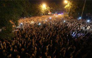 В Ереване протестующие прорвались на территорию парламента