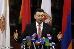 У Шармазанова от страха отказали ноги, он теперь заявил о готовности РПА к внеочередным выборам