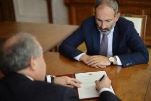 Никол Пашинян призвал президента Армении не подписывать антинародный закон
