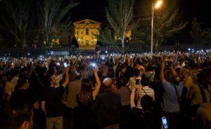 Премьер-министр Армении: я подам в отставку